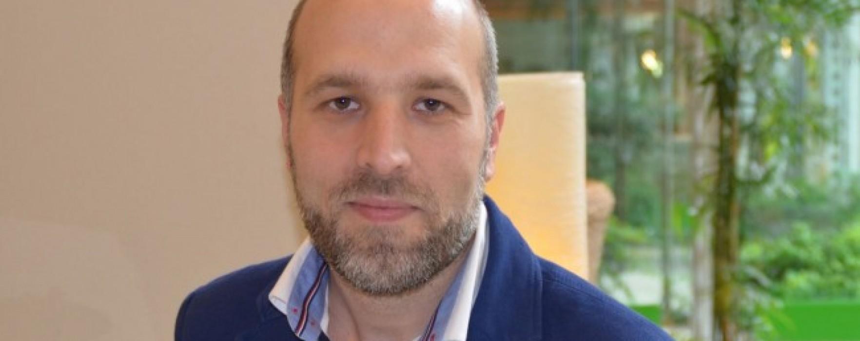 """Lorenzo Marone: """"Un libro può aiutarci a scegliere"""""""