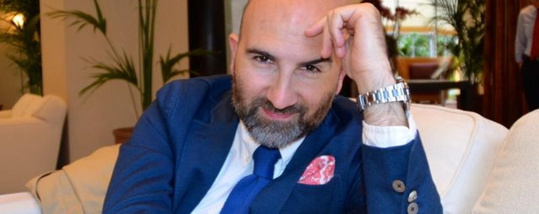 """Donato Carrisi: """"Autopubblicarsi è una follia""""."""
