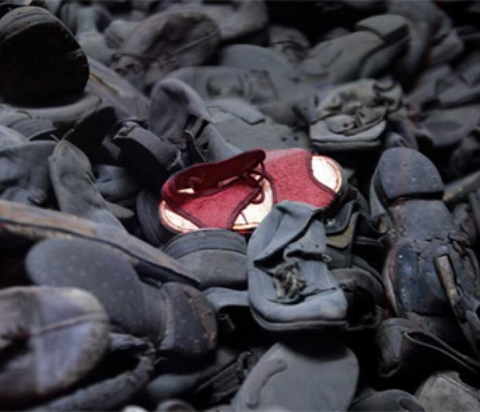 """Giornata della Memoria: """"C'è un paio di scarpette rosse"""""""