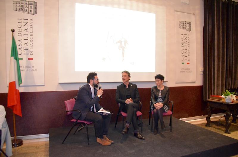 Un momento della presentazione del libro Pesce d'aprile alla Casa degli italiani di Barcellona