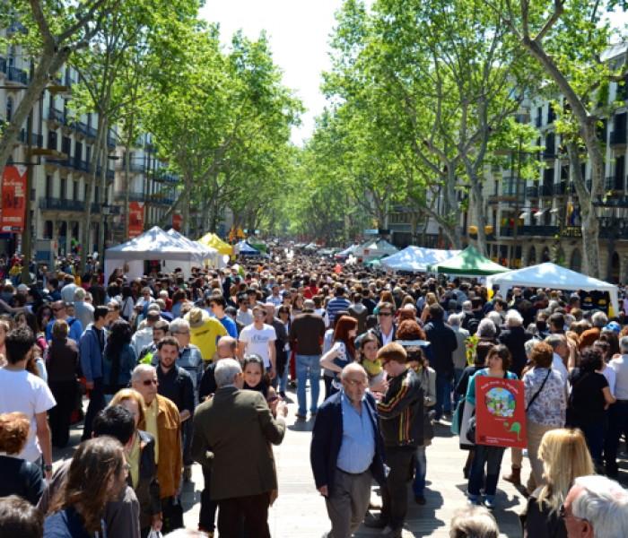 Libri e rose contro la crisi. La festa di Sant Jordi a Barcellona